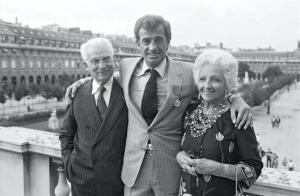 Jean-Paul Belmondo entouré de son père Paul Belmondo et de sa mère